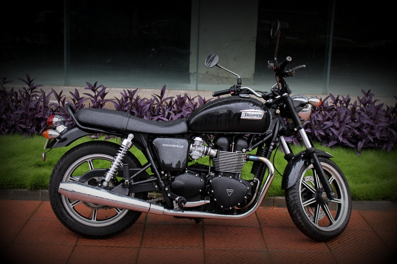 Triumph Bonneville Ride Report Shifting Gears