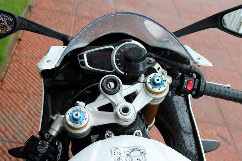 Digital + analogue instrument cluster and clip-on handlebars