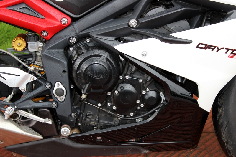 675cc liquid-cooled, 12 valve, DOHC, in-line 3-cylinder producing 128 PS of power and 74 Nm of torque