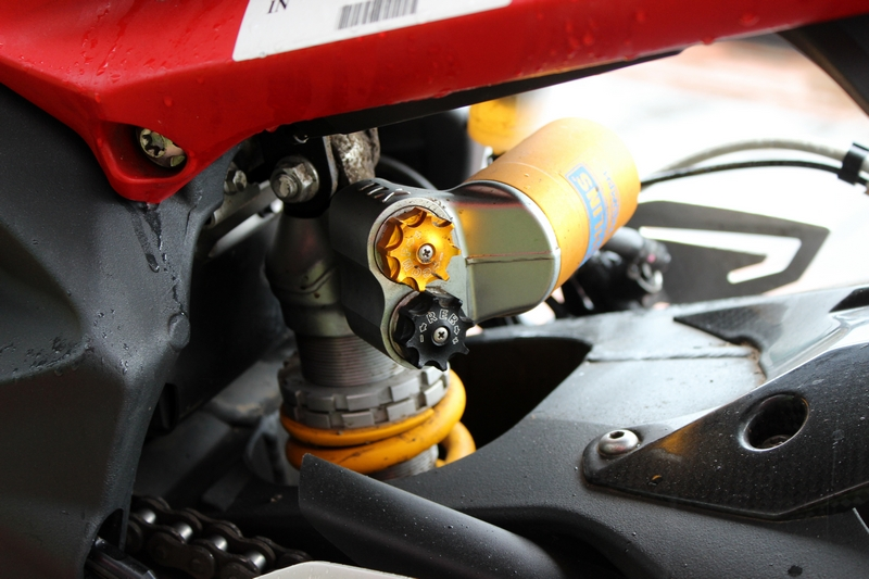 Ohlins TTX36 twin tube monoshock with piggy back reservoir