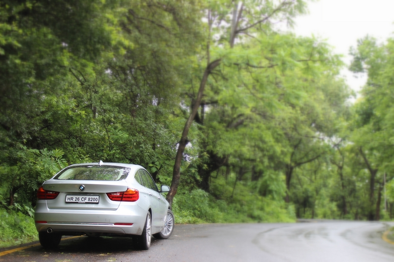 The 3 Series GT surprised us with the ability to simply glide over rough terrain. With ample ground clearance, it did not scrape even on one speed breaker.