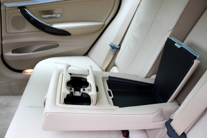 Rear seat centre armrest with two cup holders and a storage cubicle