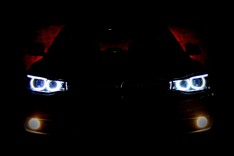 The 3 GT lights in the night