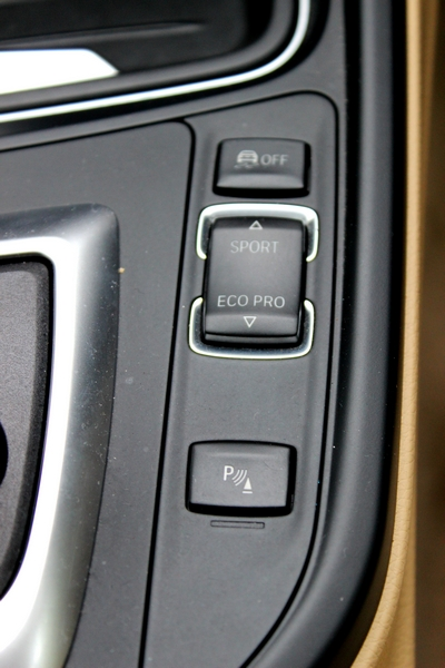 Controls to the RHS of the gear lever