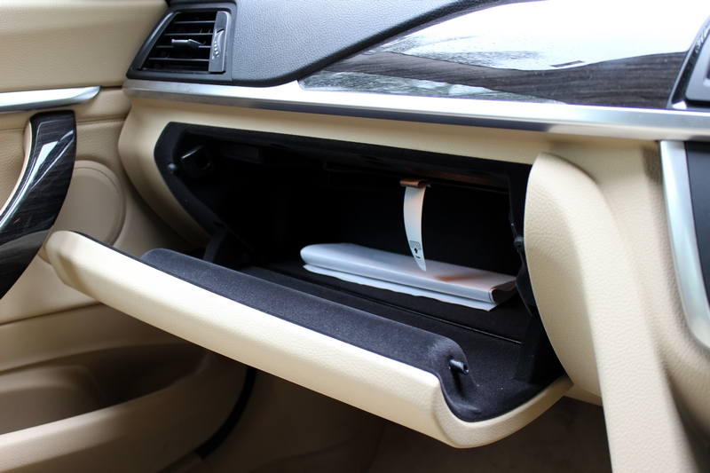 Glovebox with felt lining is size small