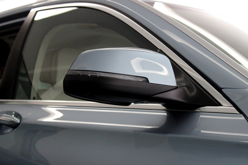 Rear view mirror with turn indicator