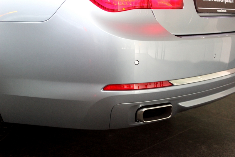 Big chrome exhaust tip, on either side