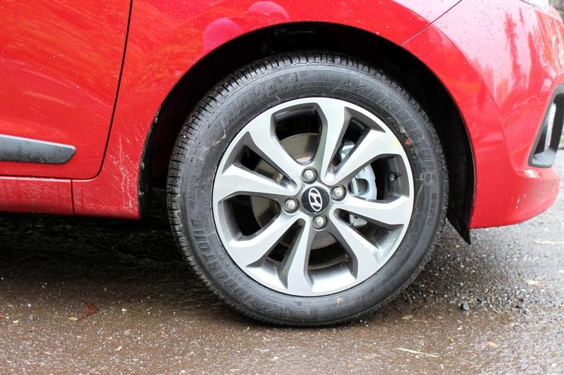 """15"""" diamond cut alloy wheels on the SX (O) variant"""