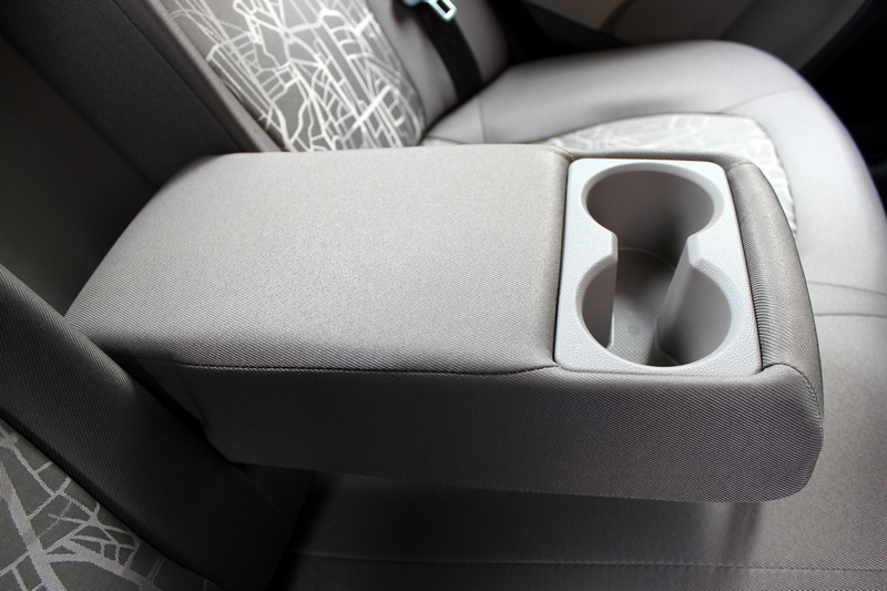 Rear centre armrest with cup holders