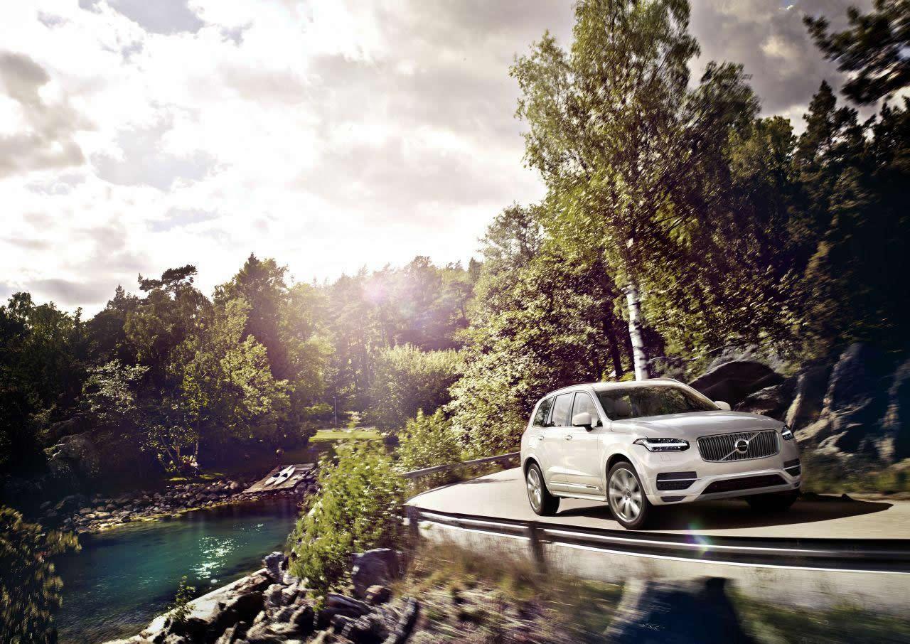 Volvo unveils the 2014 XC90 SUV