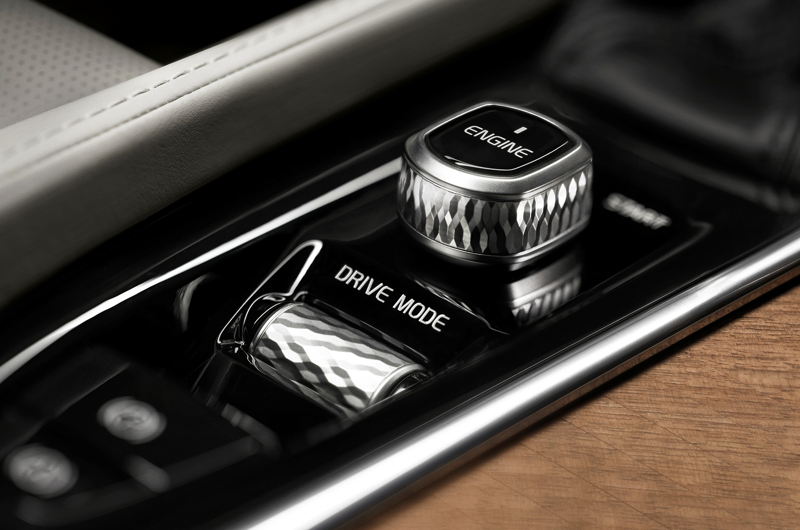 Volvo XC90 engine start / stop button and drive mode selector