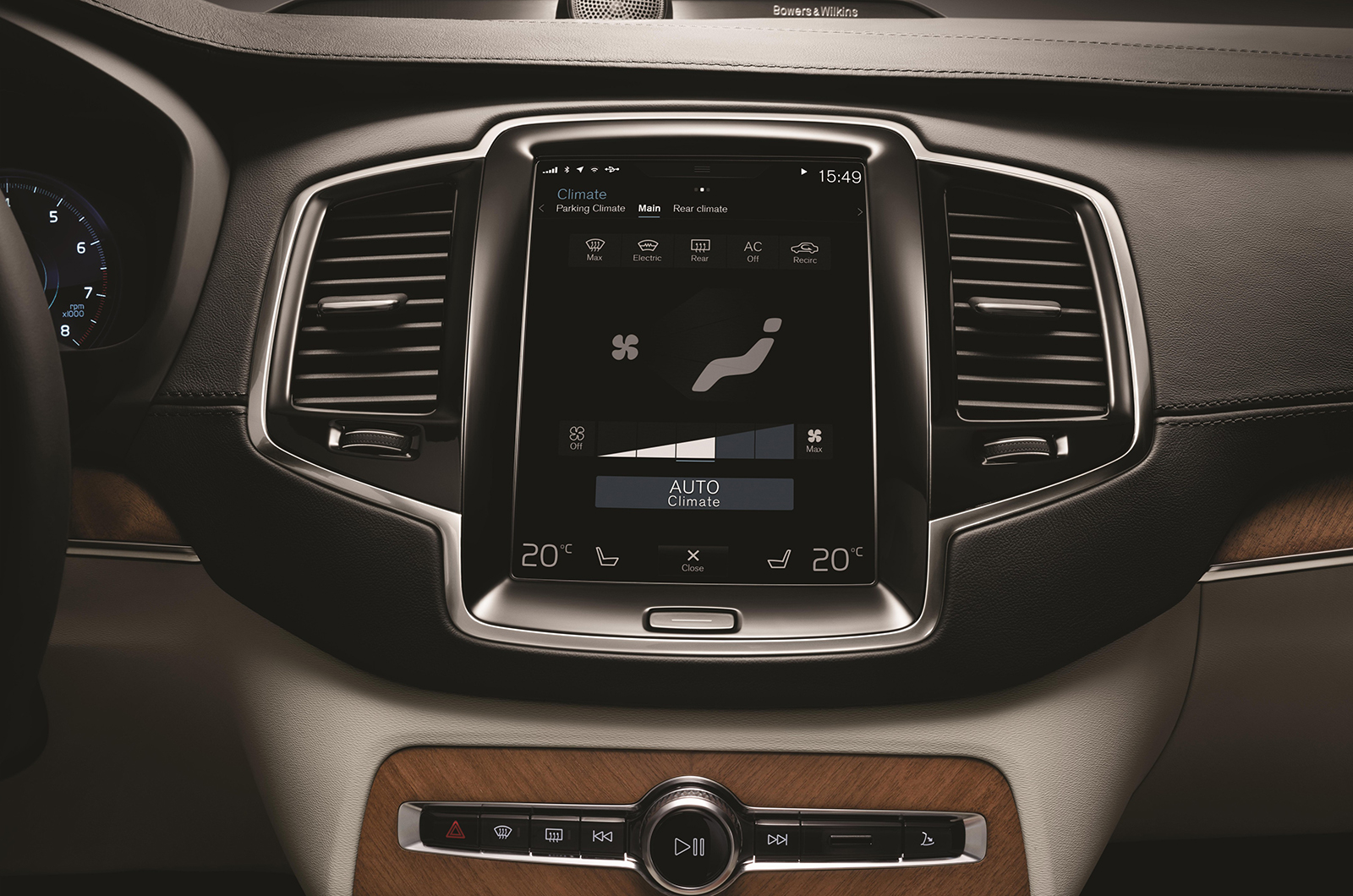 Volvo XC90 big infotainment display with touchscreen functionality