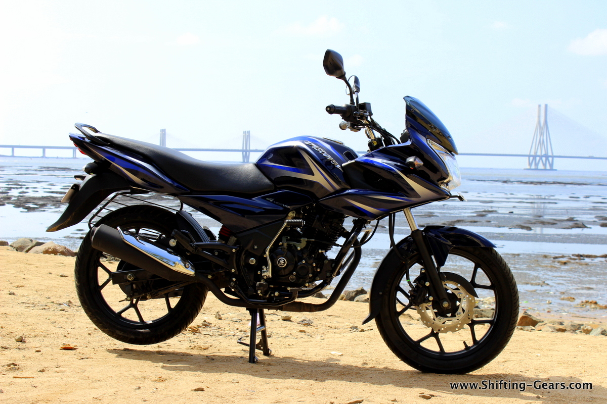 The Bajaj Discover 150F is a semi-faired motorcycle which will fight against the Hero Ignitor and Honda Stunner