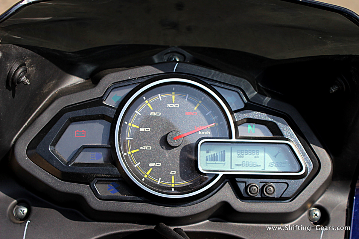 Digital + analogue instrument cluster. A tachometer would have been welcomed.