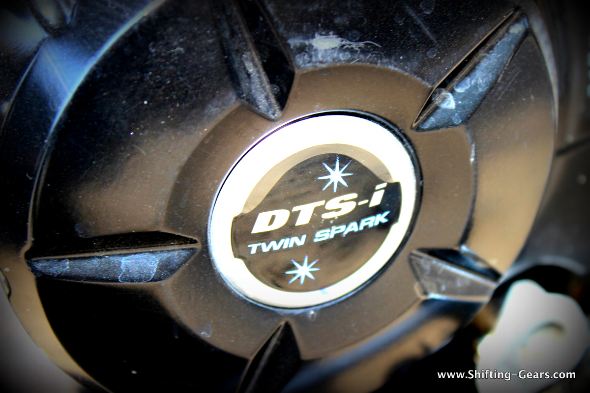 DTS-i branding on the engine case