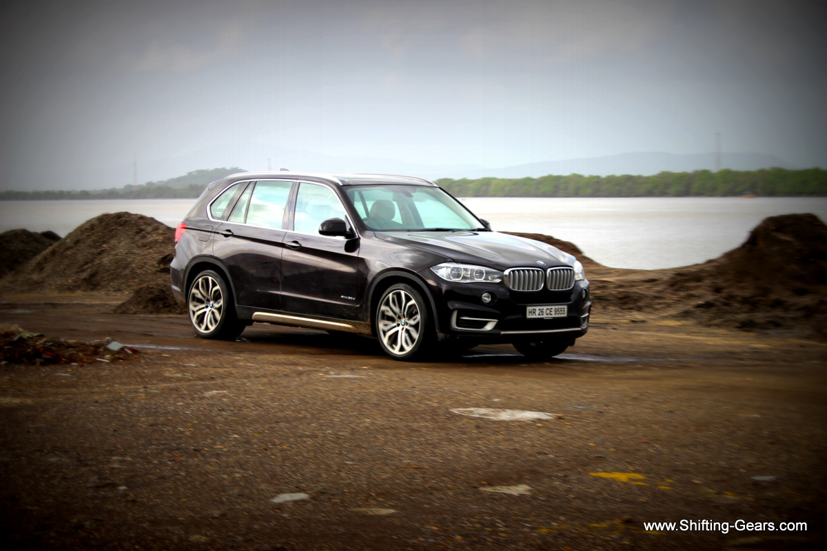 The X5 is available in two variants; a top of the line xDrive30d Design Pure Experience and a 5-seater Expedition variant