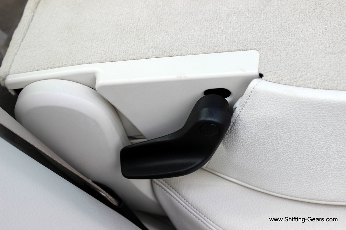 The lever to recline the 2nd row seat