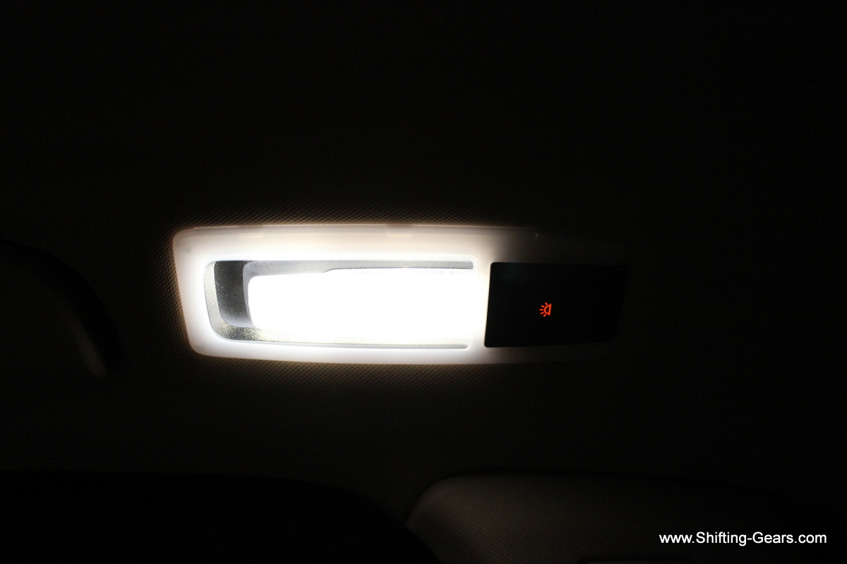 Reading lamp for the second row passenger