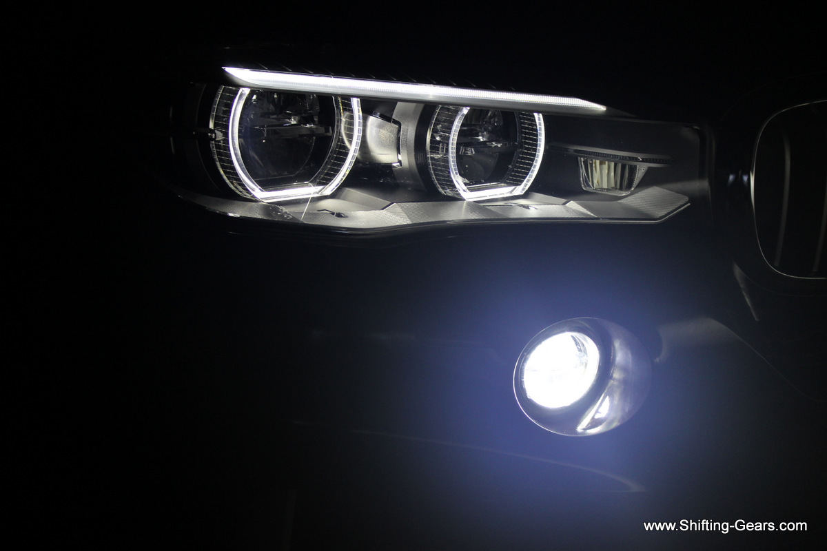 LED DRL light rings and accent light on top. Fog lamp is also a LED unit.