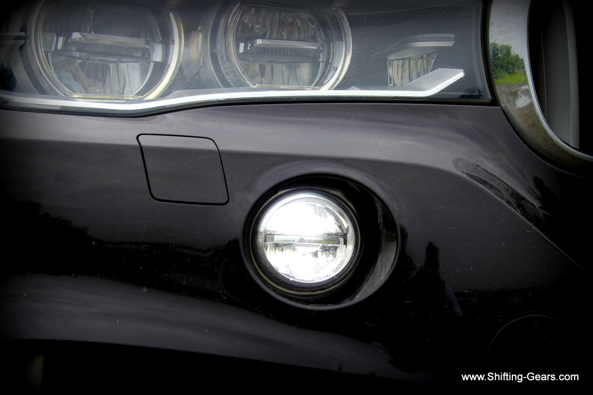 Close look at the fog lamp, it is recessed into the front bumper