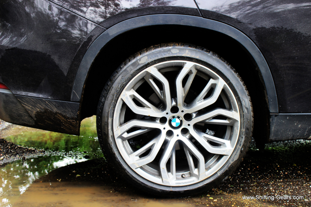 These optionals tyres filled up the wheel well neatly, and added much more flare to the exterior deisgn