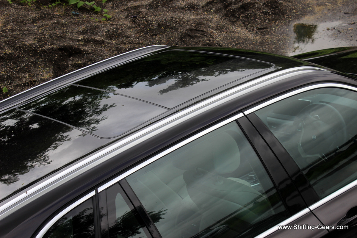 Roof rails also get the satinated aluminium finish. Have a look at the large two-part panoramic sunroof