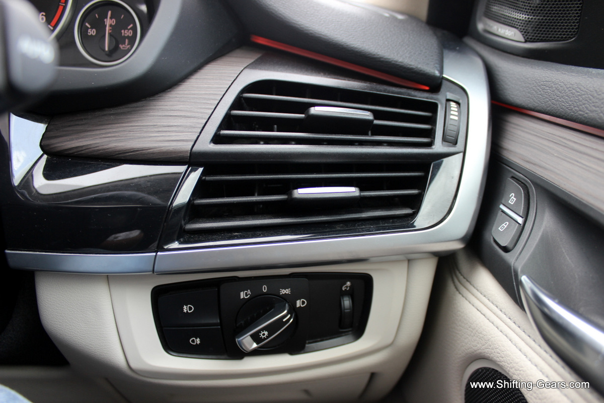 Another look at the dual AC vents on either ends. Seen below are the Euro lighting switch, front and rear fog lamp buttons and a scroll bar to adjust instrument cluster illumination intensity