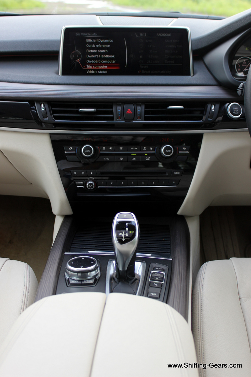 Centre console gets piano black finish around the AC and stereo controls