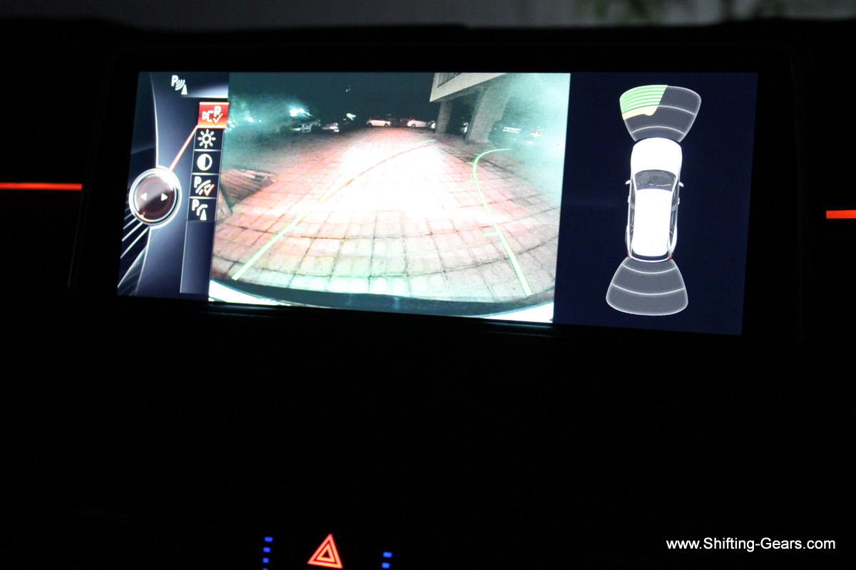 Reversing camera shows guide lines based on steering input