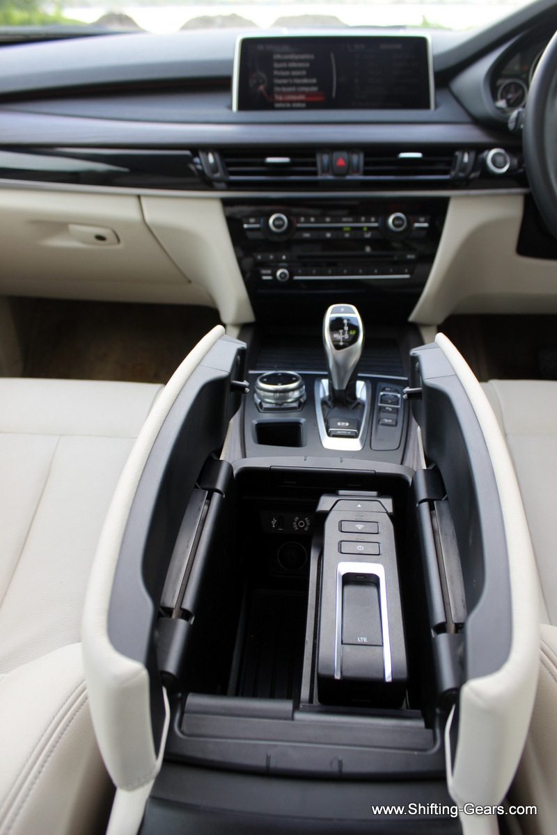 Front armrest pops open in two with a storage compartment below