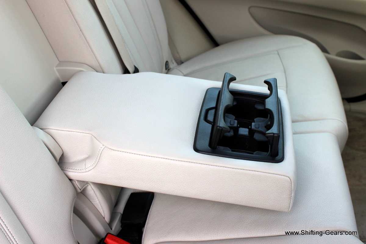 Two cupholders on the centre armrest
