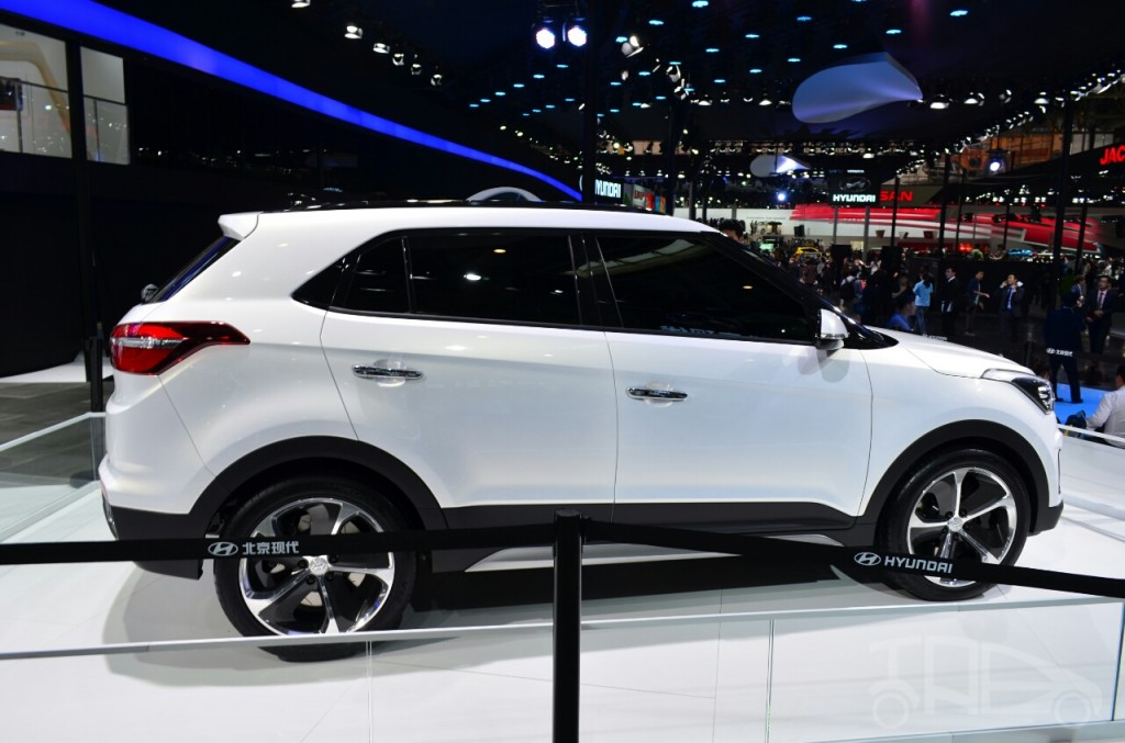 hyundai ix25 compact suv spotted testing shifting gears. Black Bedroom Furniture Sets. Home Design Ideas