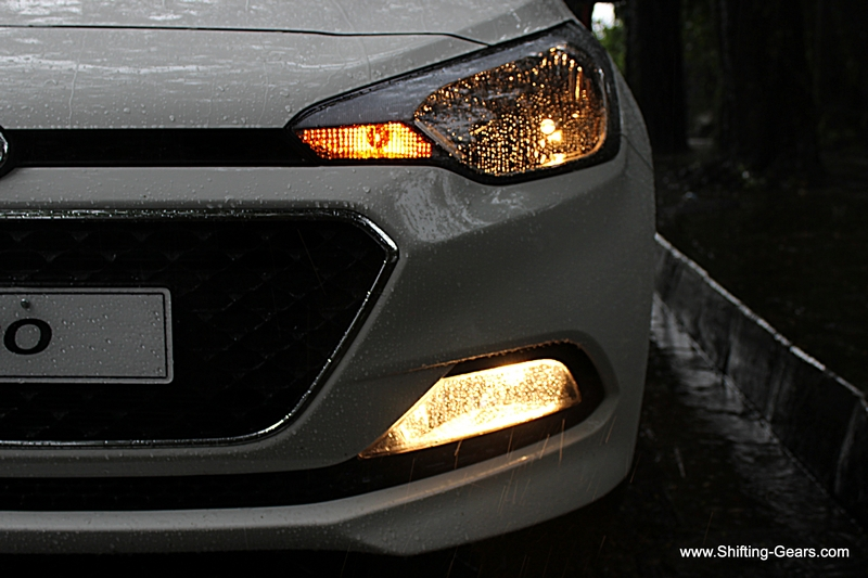 The headlamp is now a single pot unit, unlike the twin pot on the outgoing model. Fog lamp is a trapezoidal unit and LED DRLs are not available.