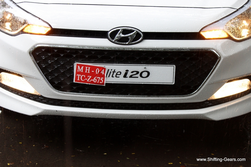 Large hexagonal font grille has a honeycomb effect and gets a chrome surround