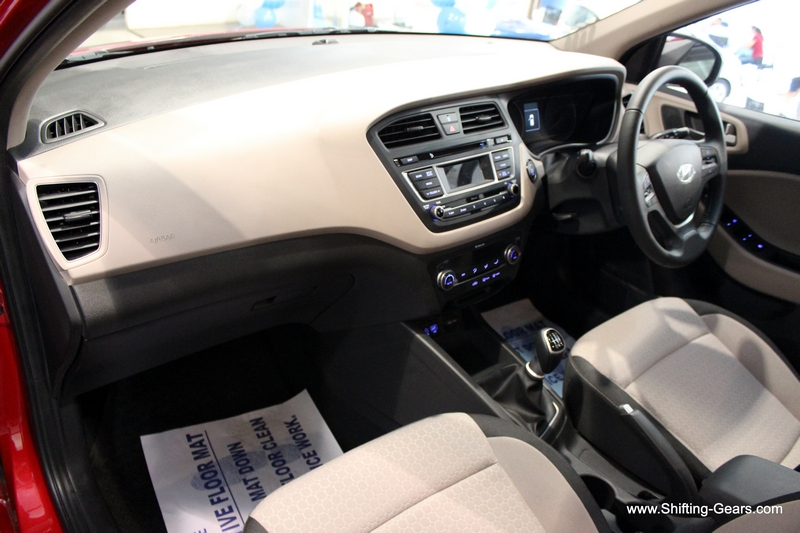 Hyundai elite i20 26 shifting gears for Interior hyundai i20
