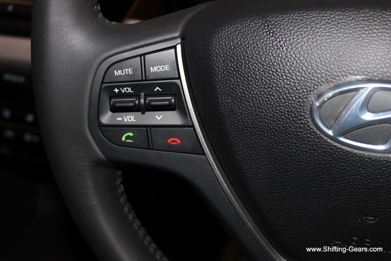 On the left hand side of the steering, you get volume rocker, track toggle switch, mute, stereo mode and bluetooth telephony controls