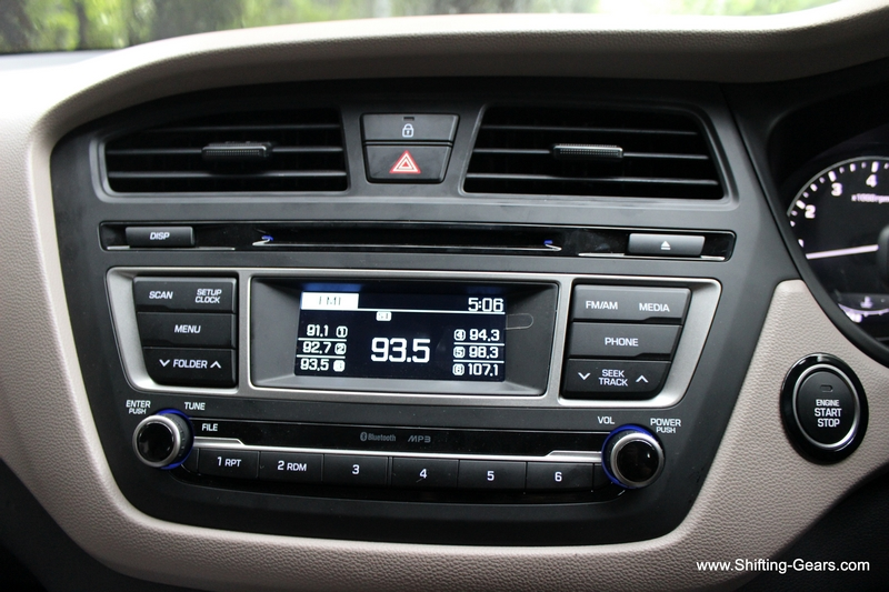 Stereo system gets bluetooth, aux-in, CD, USB and 1 GB of storage space. XL size buttons make it very user friendly. AC vents on top have decent adjustment range.