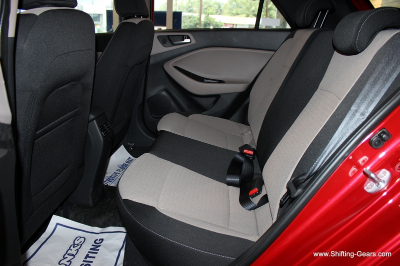Rear seats try and provide that little extra under thigh support with the subtle extensions on either sides (not for 5th occupant). Even the rear seats have a bucket like feel for two, while the 5th occupant has a slightly raised seatback.