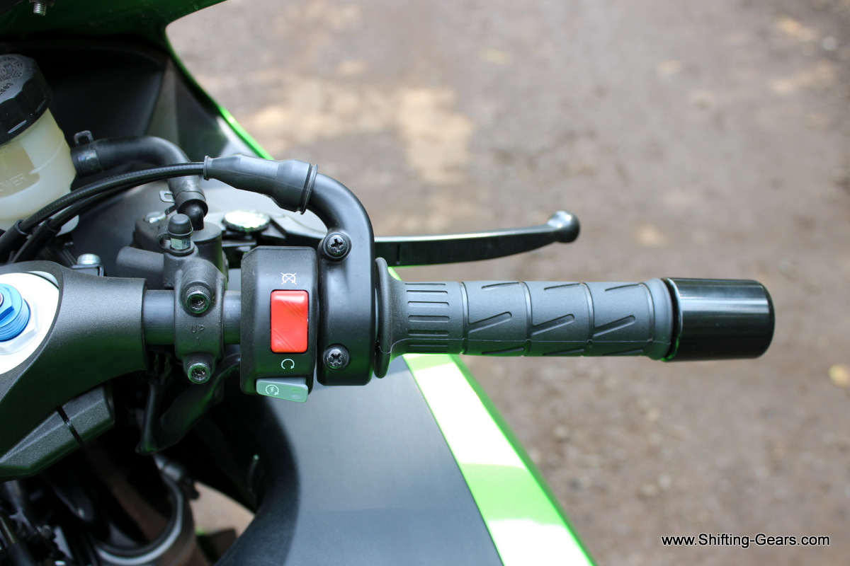 Track spec short throttle cables. RHS control switch houses the kill-switch and the electric starter.