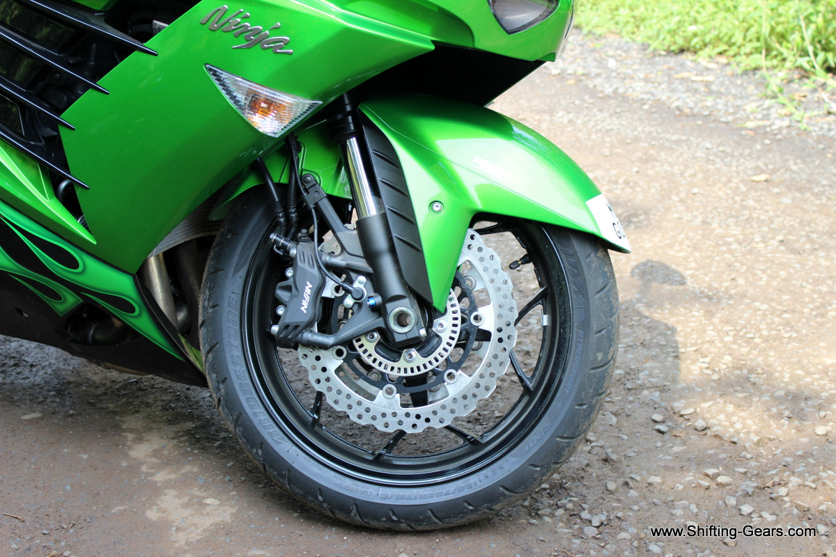Dual semi-floating 310mm petal discs. Caliper is a dual radial-mount, opposed 4-piston, with 4-pads.