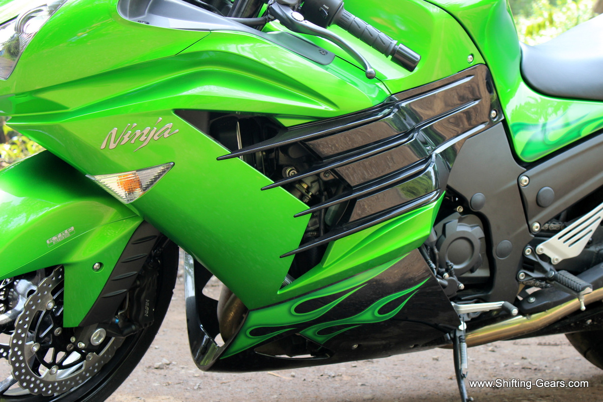 Thematic quadruple fins on the side fairings. On the 2014 model, they are seen in black, the 2013 version was green.