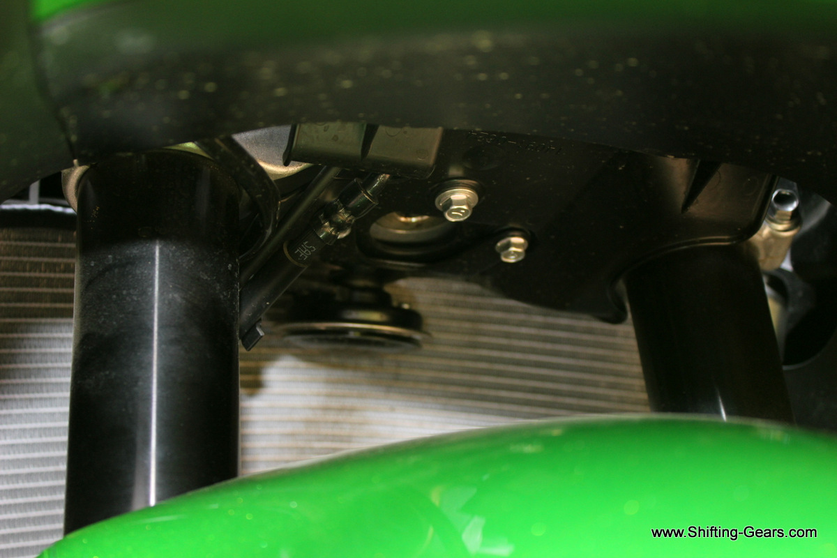 Horn mounted in front of the radiator