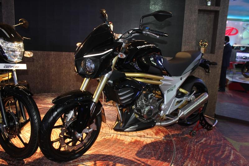 Mahindra Mojo in black, at the 2014 Auto Expo