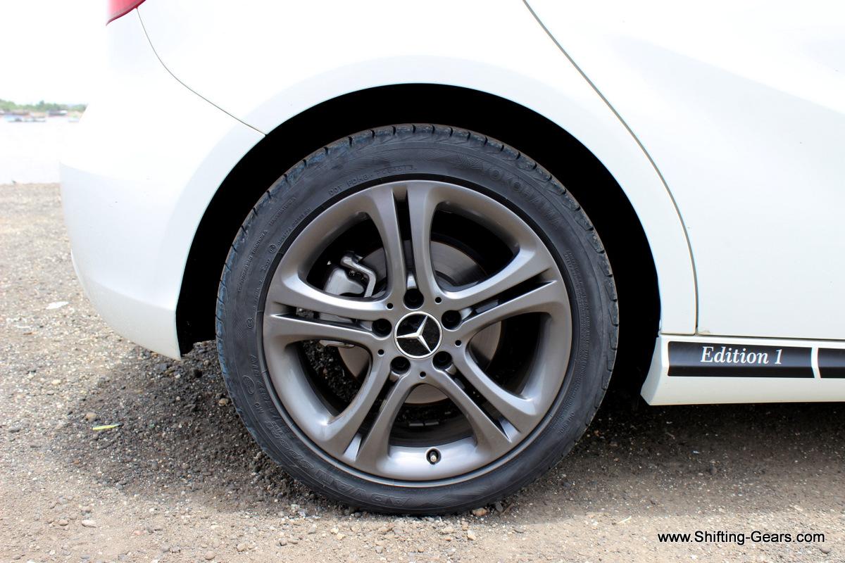Rear wheels also get disc brakes