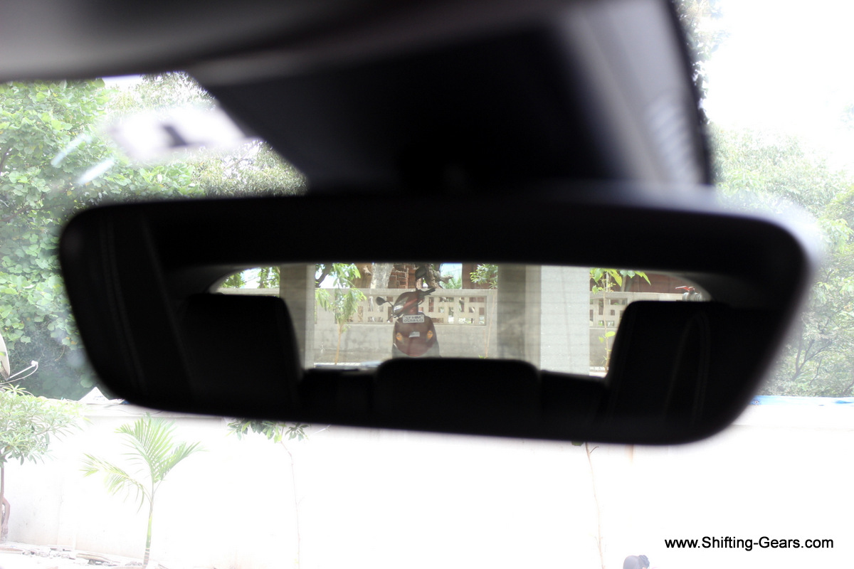 Electrochromic rear view mirror misses out on the ambient light and reading lamps below