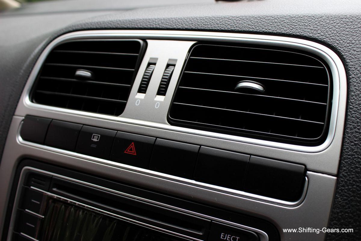 AC vents have a good adjustment range