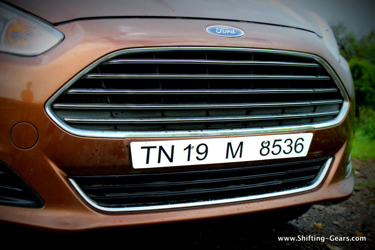 The front grille has been repeatedly compared to the Aston Martin. Whatever the comparison might be, it does look good and stands out amongst competition.