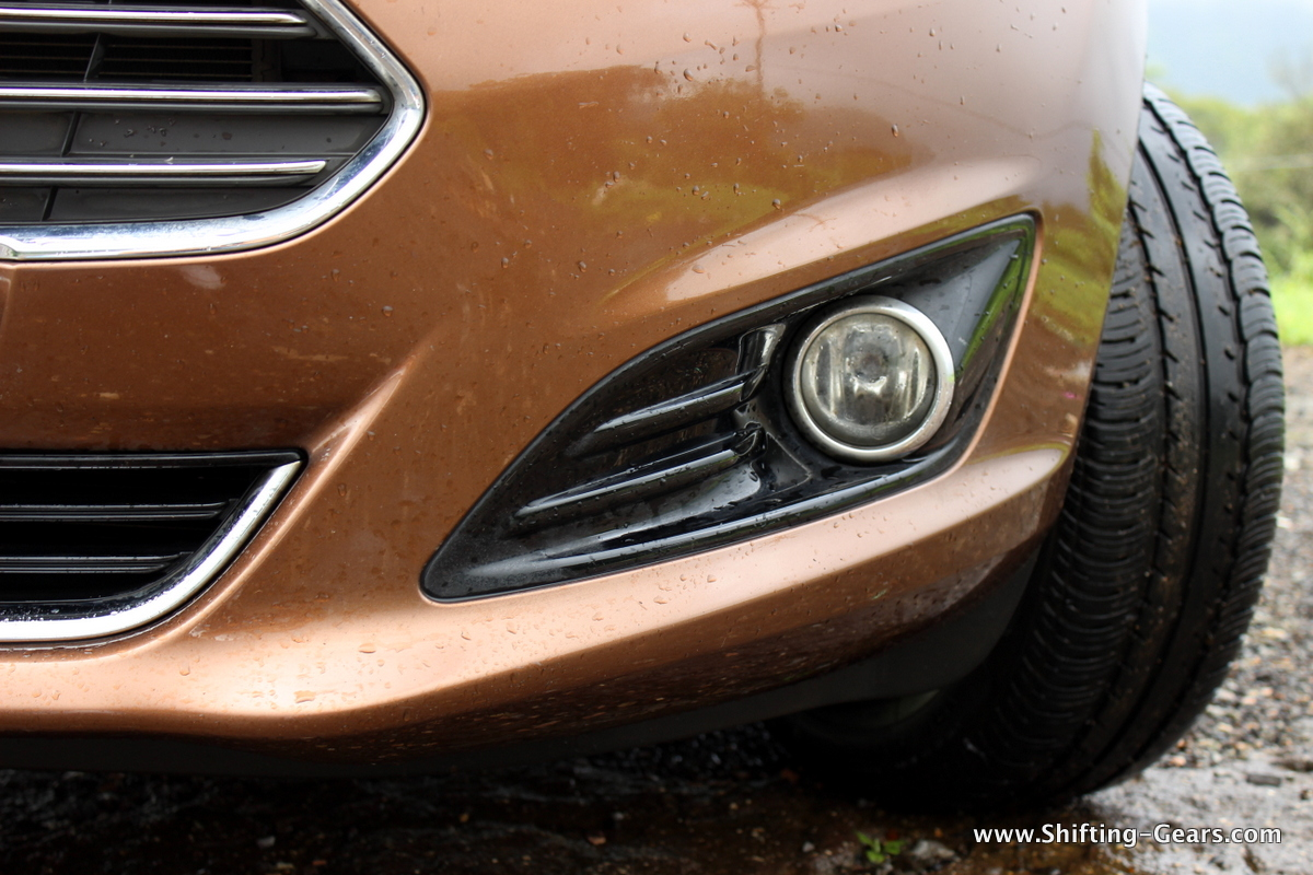 Fog lamps get a dedicated black housing, unlike a small cut-out on the pre-facelift