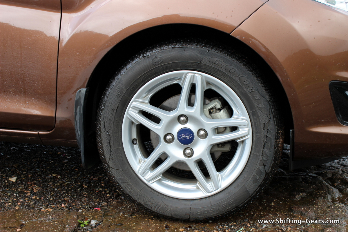 """15"""", 5 bi-spoke alloy wheels in silver shade are ordinary to look at"""