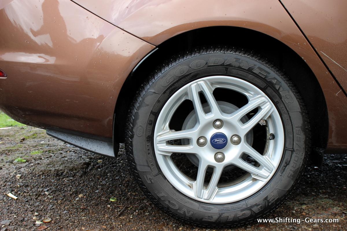 Rear wheels get drum brakes